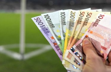 Les footballeurs sont-ils trop payés ?